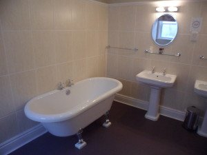 3 great places to stay in Yorkshire with roll top baths